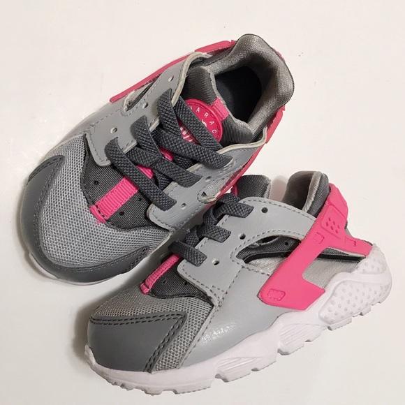 784a7ab80413 Nike Huarache Pink   gray. M 5ad1842ba4c485c1890a1f2f